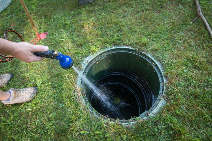 Procédez au nettoyage de la fosse septique